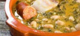 Caldo gallego con grelos y carne